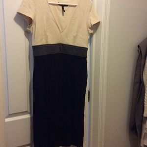 Bcbg stretch v neck dress